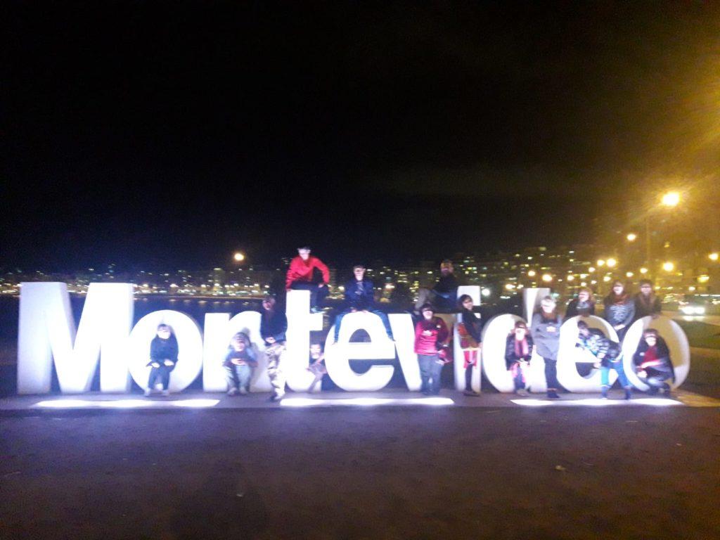 Comité Assitej interncional en cartel de Montevideo